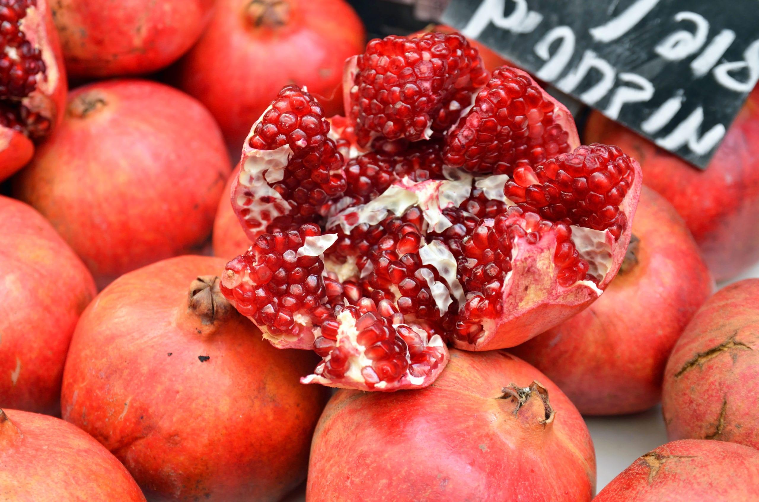 pomegranate-open-in-market