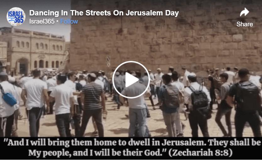 Dancing at Jaffa Gate on Jerusalem Day